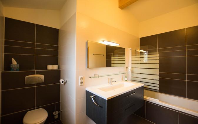 Monbadon room - bath