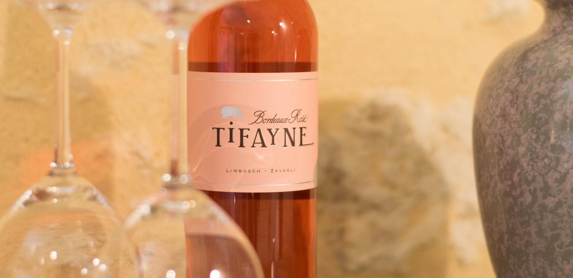 Un verre de TIFAYNE Rosé