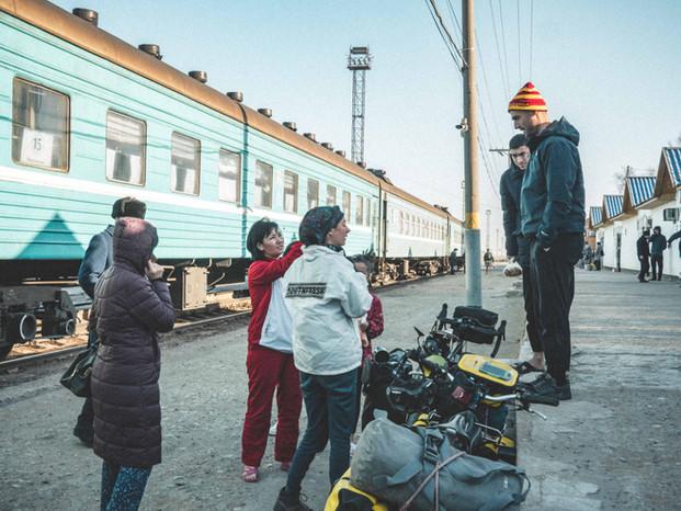 train-kazakshtan-uzbekistan