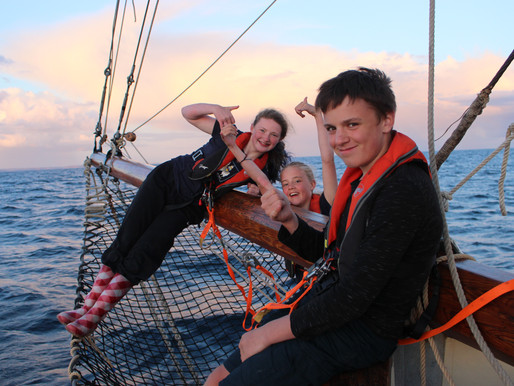 Sailing Tectona supports Spirit of Adventure