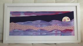 """""""Harmonie rose et mauve"""", Collage 40 x 20 cm, gouache et tissus, miroir Encadré sous verre avec cadre blanc"""