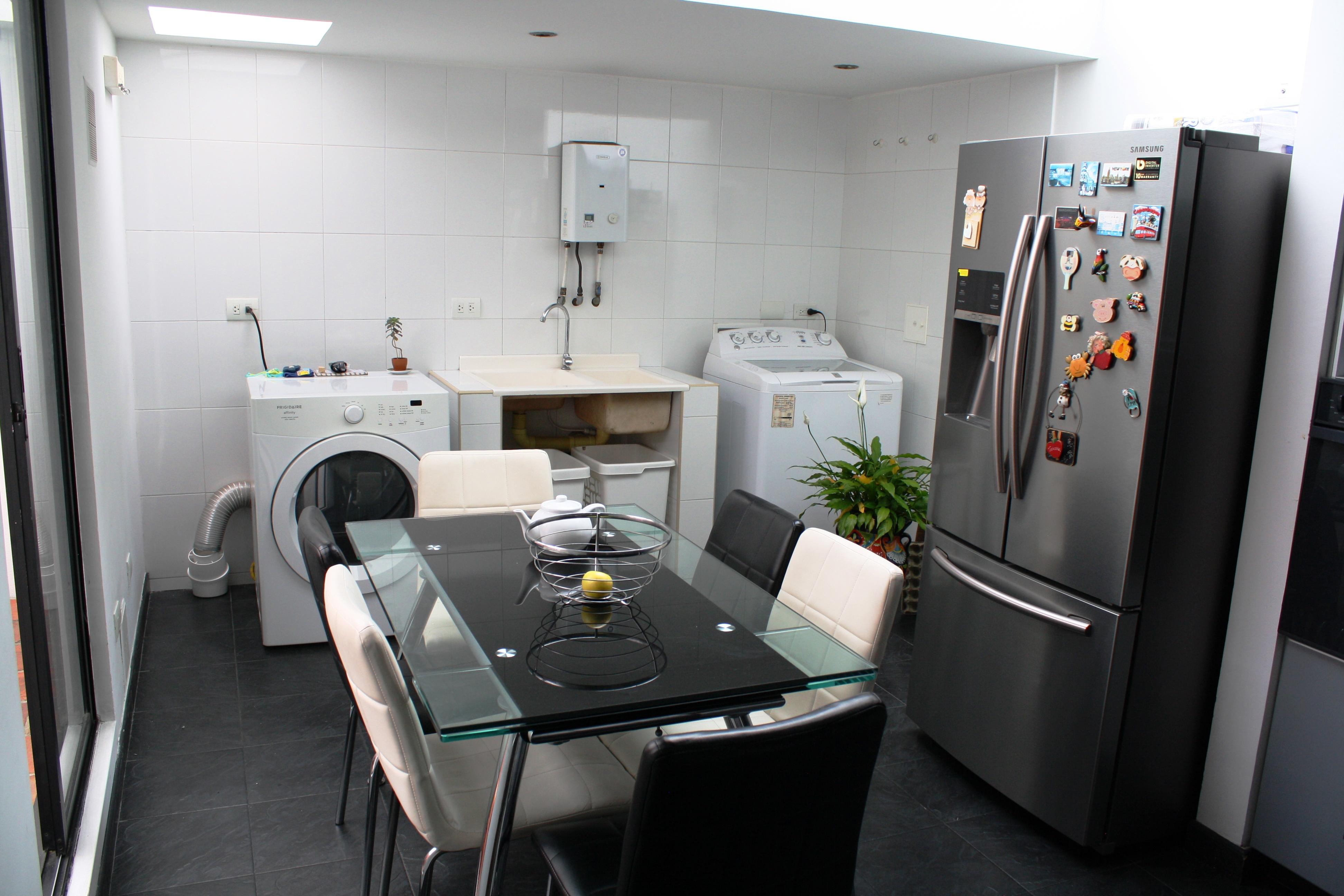 Cocina y Zona de Ropas Modificadas