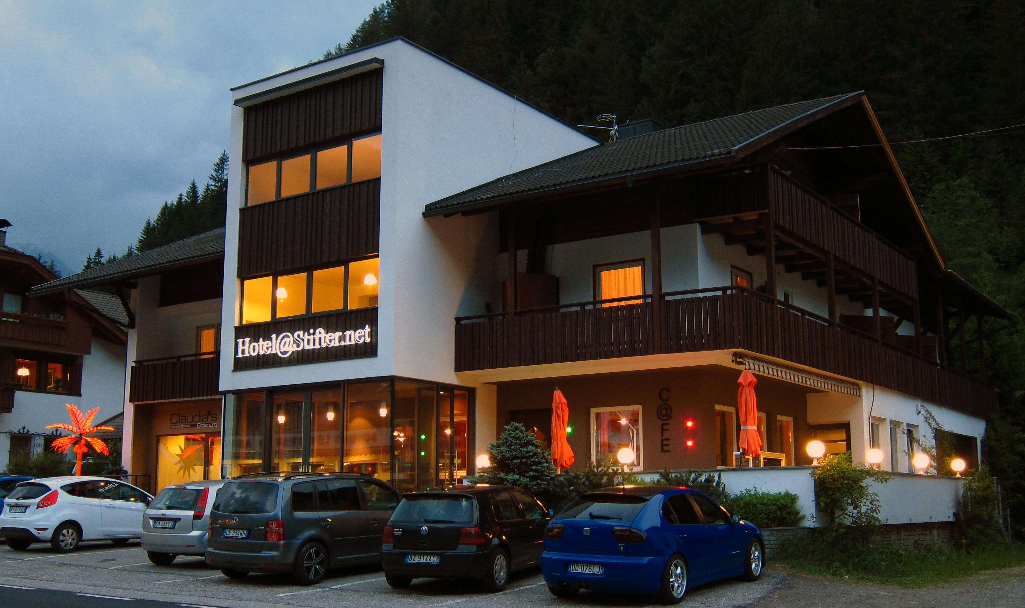 Hotel Bild aussen.jpg