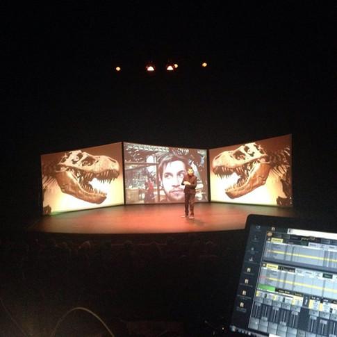 Xander De Rycke – 10 jaar bezig, 2 uur grappig (2014-2016) theatertour: Management – Productie – Set design – Tourplanning