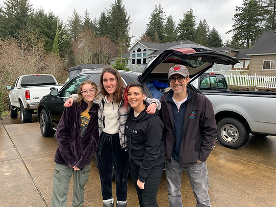 Rotary of Newport, Oregon foreign exchange student Noémie Hermant moves to her new host family.