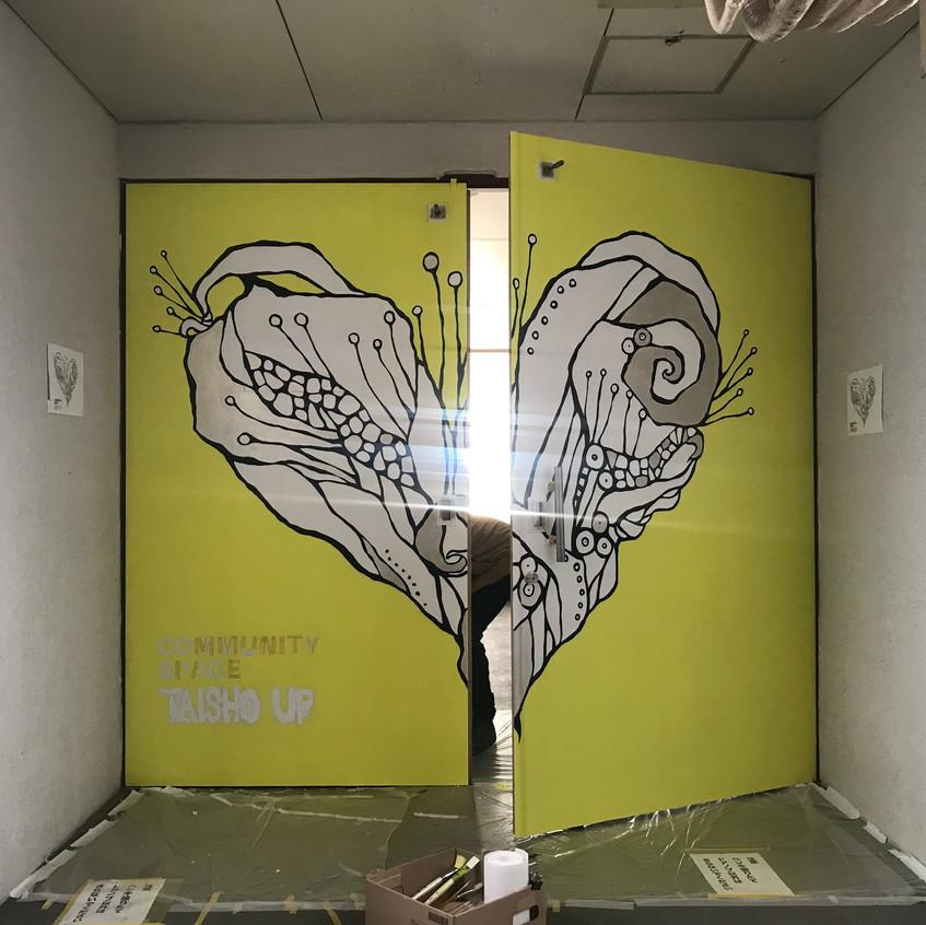 扉の向こうはガーデンが。