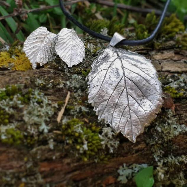 Hello spring 🙆♀️ Rose leaf pendant 🥀