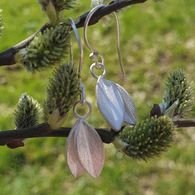 Sterling Silver leaf earrings 🌱_._._.
