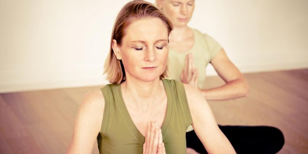 """Kursreihe """"Sanftes Yoga & Meditation"""" (Krankenkassen-Zuschuss)"""