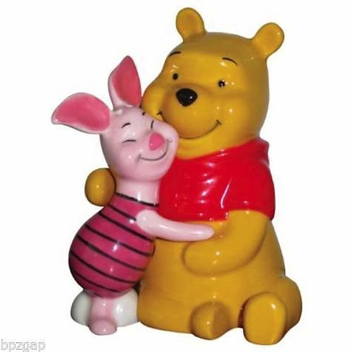 DISNEY POOH AND PIGLET HUGGING SALT AND PEPPER MAGNETIC SHAKERS