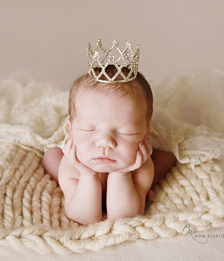 newborn-baby-girl-froggy-blueribbon-phot