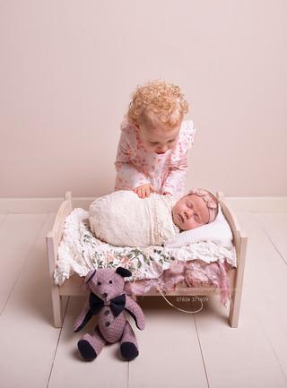 newborn-baby-girl-with-big-sister-photo-