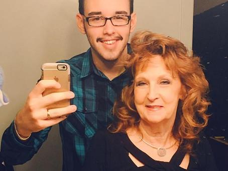 Idosa de 72 anos, que se casou com um jovem de 19 anos que conheceu no funeral de seu filho nos EUA