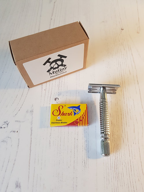 Mutiny Safety Razor with replacement blades and box