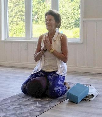 Dianne Levine guidng a yog retreat
