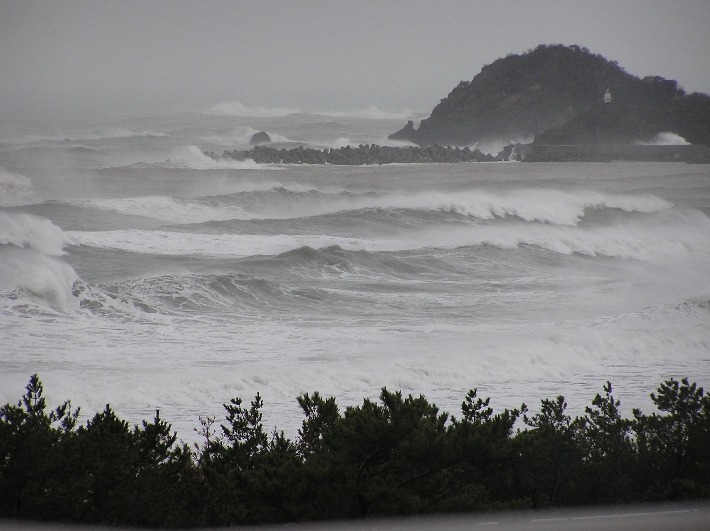 房総鴨川 嵐の海