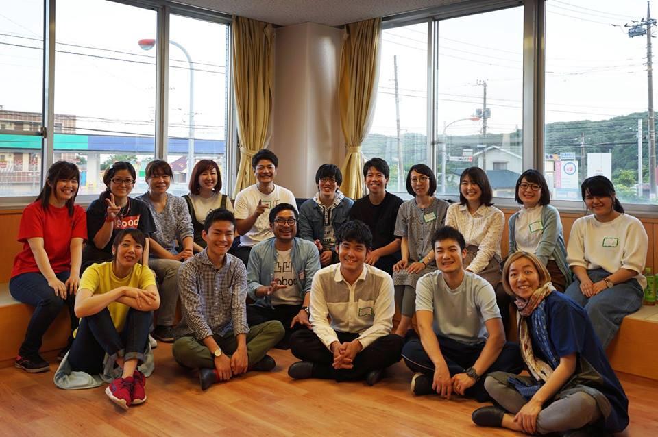 参加職員と学生の集合写真