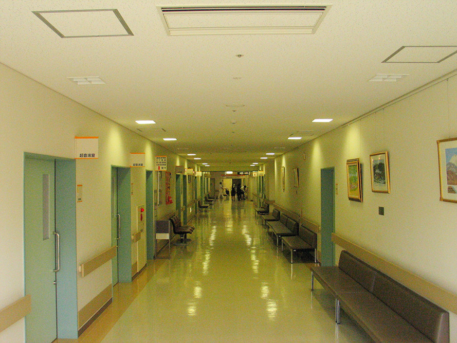 展示前の廊下(2006)