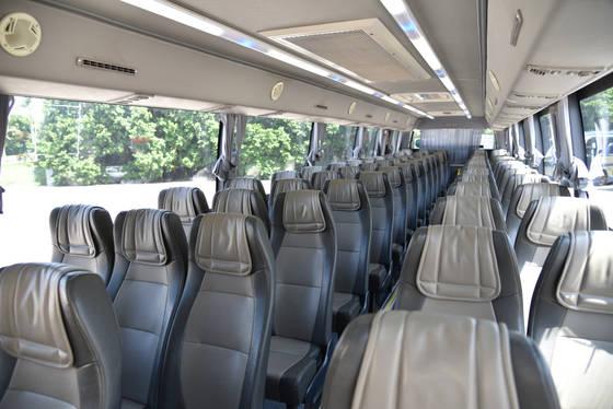 65座旅遊巴車廂