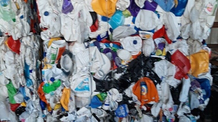 RR4004A 40,000 lbs HDPE Mixed Color Bottles in bales