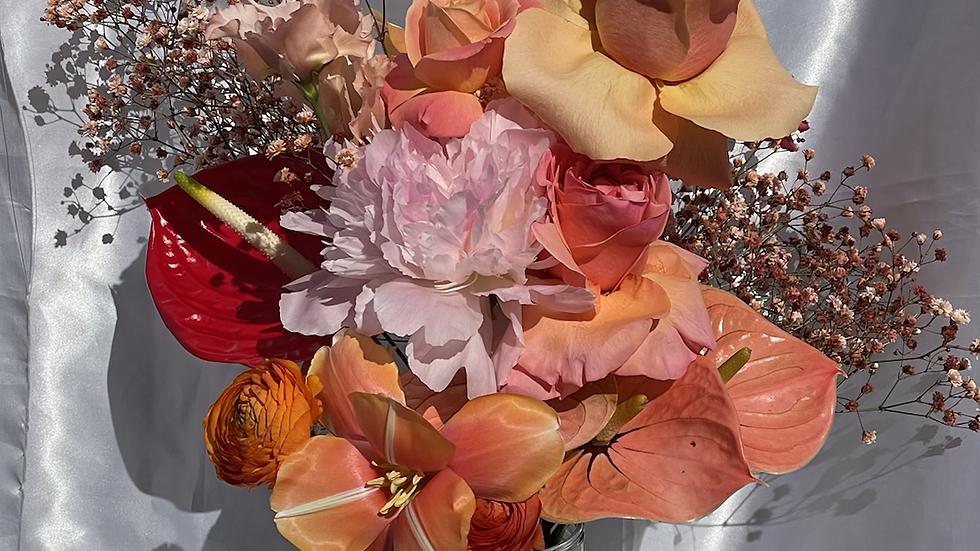 Kanku seasonal bouquet - Peachy edition