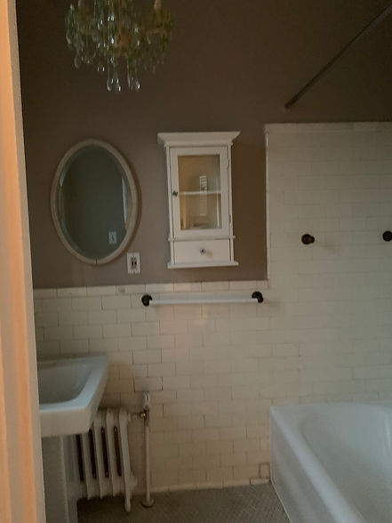 9C bathroom.jpg