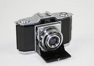 Zeiss Ikon Ikonta 522/24 35mm Folding Camera