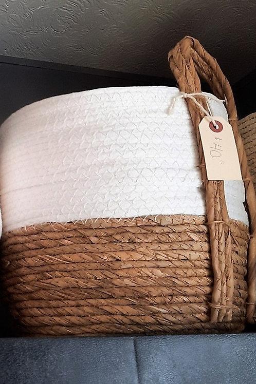 White/Natural Straw Basket - Medium