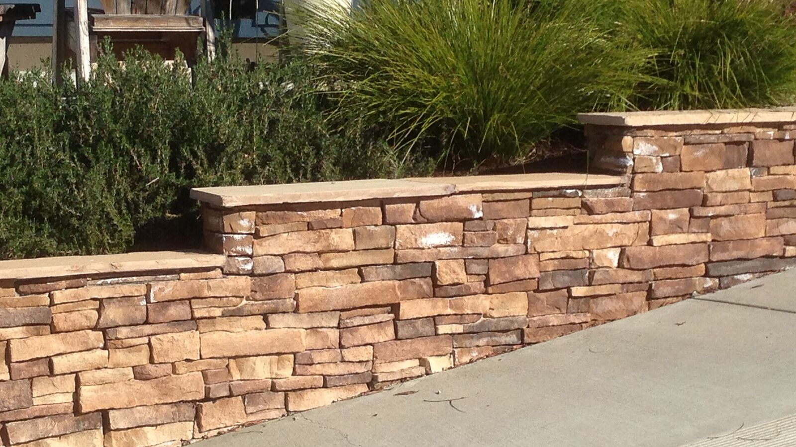 cultured-stone-stepped-wall-with-cap.jpg