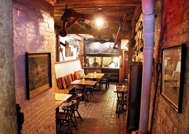 The Coachmans Lounge 5.jpg