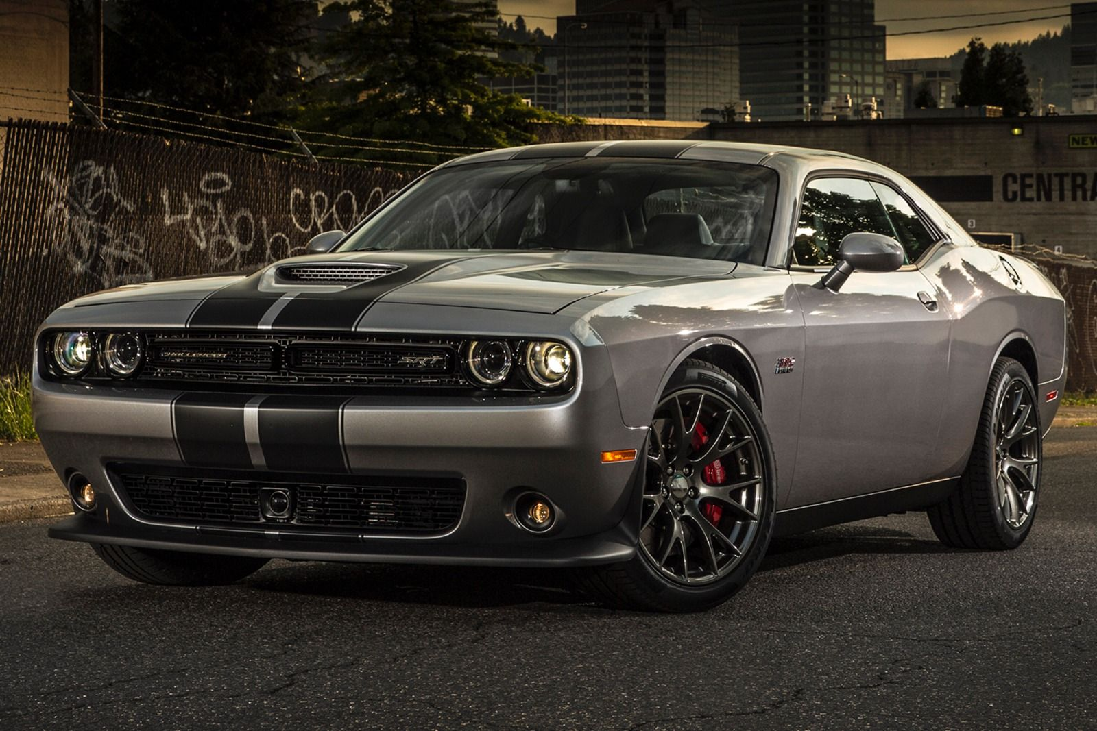 2015_Dodge_Challenger_SRT_392_2dr_Coupe_64L_8cyl_6M_3846641_1420575134726