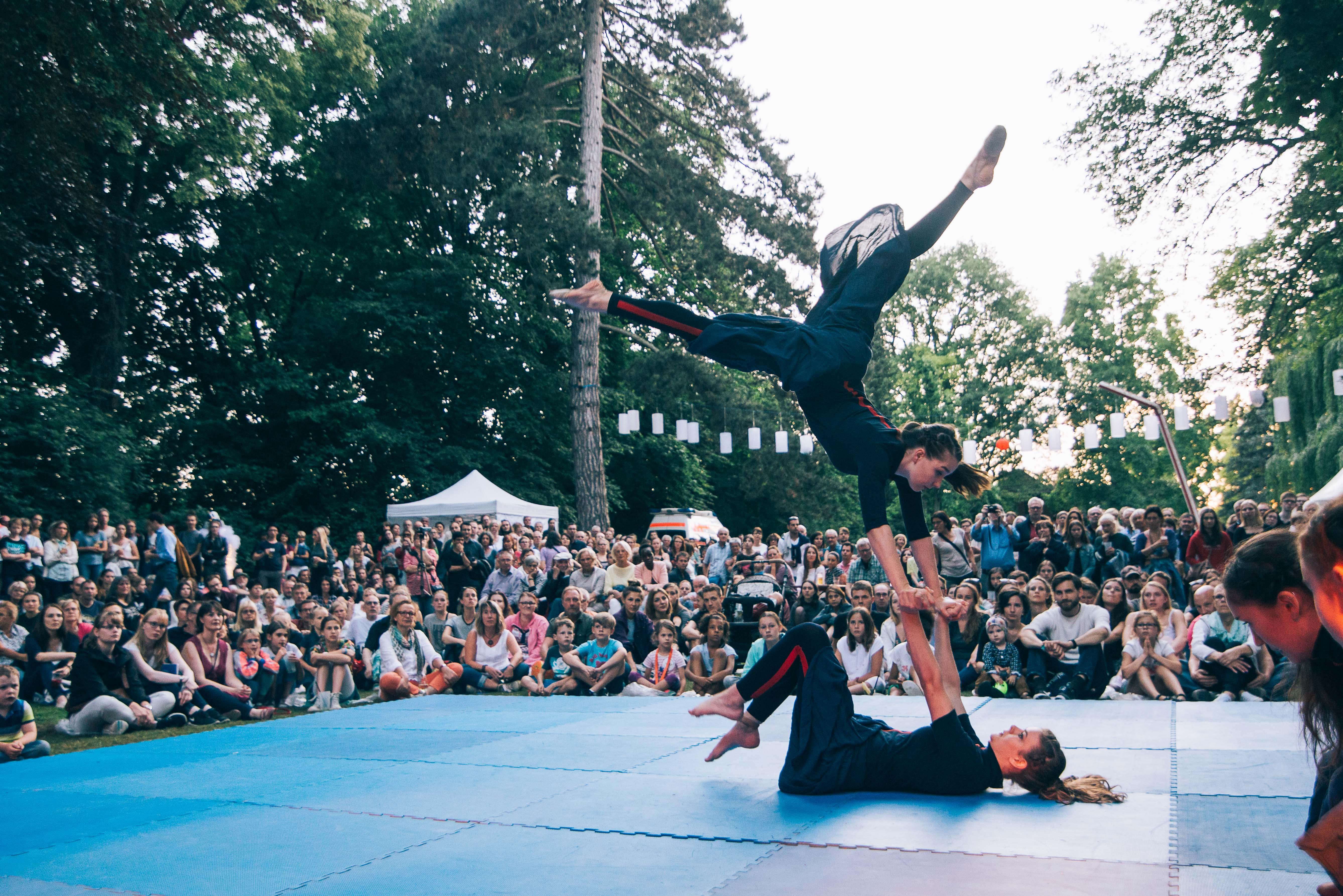 Akrobatik Uni-Mittsommernacht