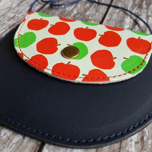 Children's leather bag close-up – Honey & Toast