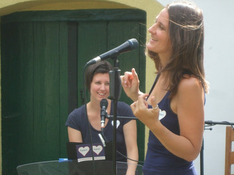 Darf ich vorstellen  – KATHARINA LITSCHAUER & NINA BAUERNFEIND – als Freundinnen & Musikerinnen