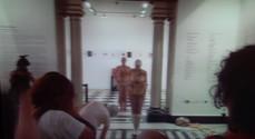 Parque Lage, Rio de Janeiro, 2015.  Performers vestem roupas feitas com látex natural (Undressing Collection).   Performers wear natural latex clothes (Undressing Collection).  Performers: Mauricio Krumholz Natália Miranda Silvestre Malu Laat