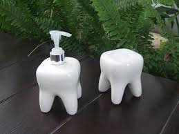 TOOTH SHAPED SOAP DISPENSER