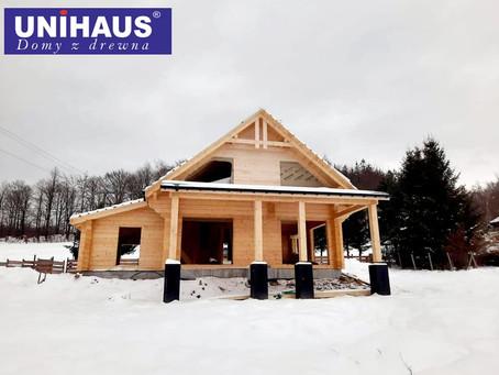 W ok. Karpacza powstaje piękny dom z bali prostych o grubości 24cm.