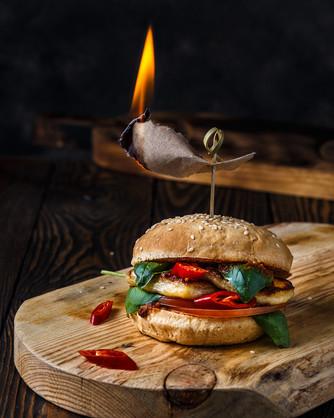 Бургер с халуми