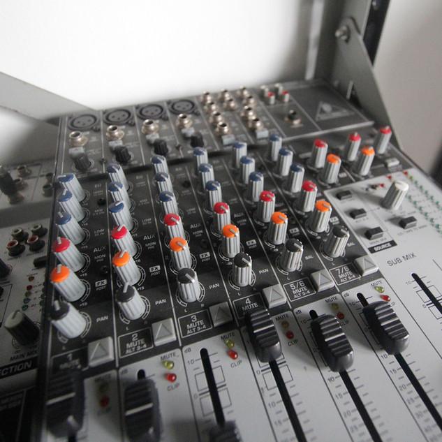 Mesas de som diversas