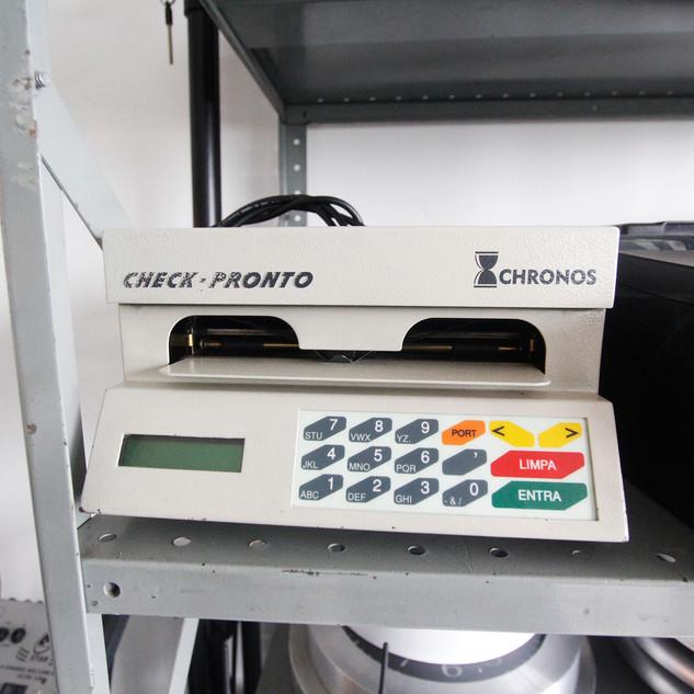 Maquina de preencher cheques