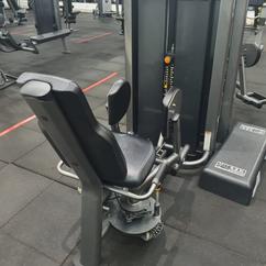 Cadeira Adutora Life Fitness.png