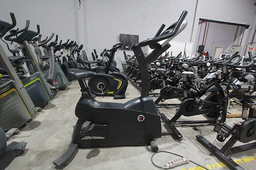 BIKE VERTICAL LIFE FITNESS C1