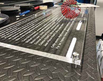 plaque_commémorative_plexiglass.JPG