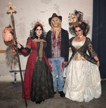 """Halloween projekt 2015. Min inspiration var """"Bloody Mary"""", som halshuggede et væld af uskyldige bønder - tæmmelig skræmmende skulle jeg mene."""