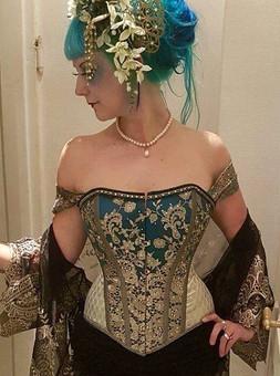 """Burlesque. Outfitt til Copenhagen Burlesque. Temaet var """"Night of the Kabukimono"""", og jeg lavede et Geisha inspired korset og headpiece."""