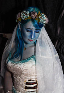 """Halloween. """"Corpse Bride"""" til Halloween 2017. Jeg fandt en brugt brudekjole, som jeg farvede, og lavede en latexindsats med ribben."""