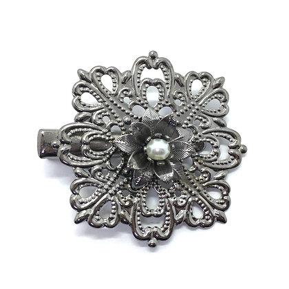 Clip Silver/White Flower