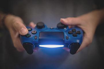 Jouer aux jeux-vidéos