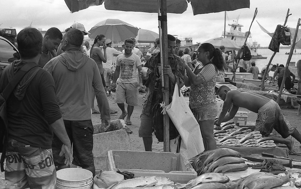 Making the sale. Porto de Manaus, Brasil