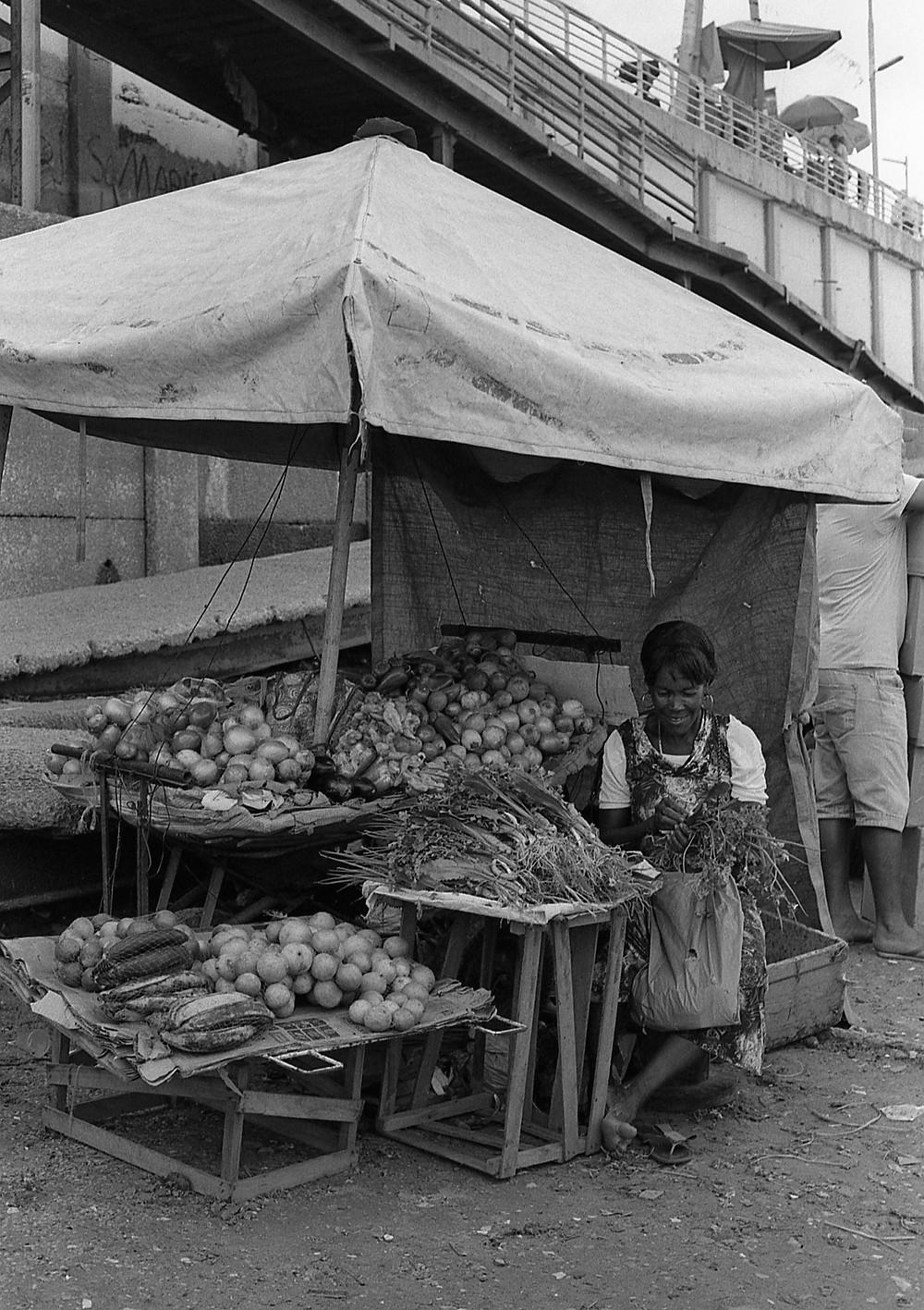 Veggie saleswoman. Porto de Manaus, Brasil